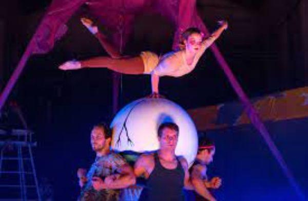 19:30 – CIRK LA PUTYKA – Kaleidoskop – nový cirkus